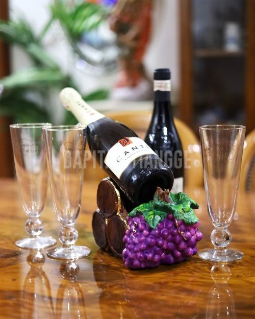Dapitan Tiangge Barrel and Grapes Wine Holder Home Decor